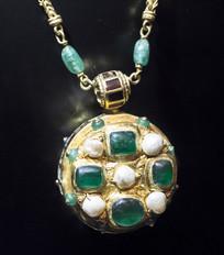 珍珠宝石吊坠项链