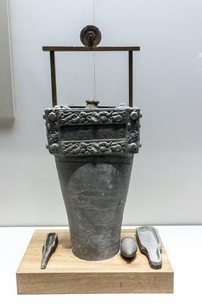 西汉带辘轳的陶井