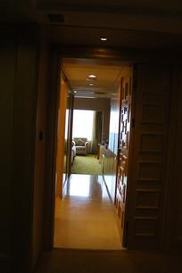 宾馆房间门口
