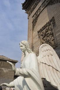 教堂外的天使