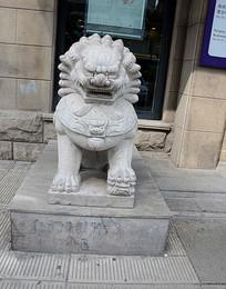 看门石狮雕像