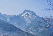 千山弥勒宝塔山峰山脉雪景