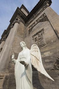 天主教堂外的天使