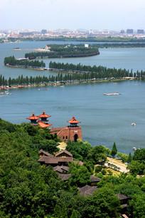 登山鸟瞰胡泊堤岸风景