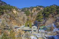 千山龙泉寺建筑群与山峰
