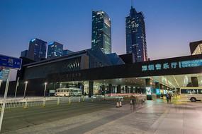 夜幕下的深圳音乐厅