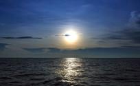 洞里萨湖的太阳