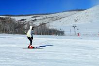 游客滑雪场景