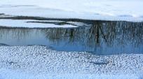 冰雪河水倒影林