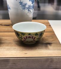 黄地珐琅彩花卉纹碗
