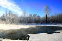 呼伦贝尔冰河晨雾