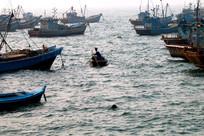 大海中的渔民