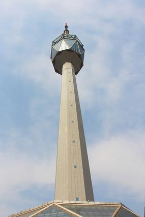 高耸的电视塔