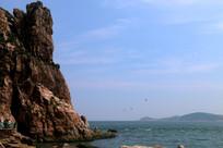 礁石与大海