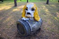 狗木桶雕塑