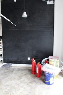 黑色松木板背景墙