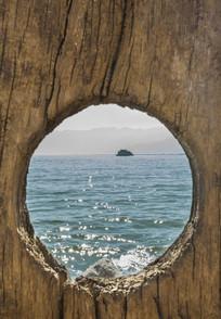 镜框构图中的大理洱海