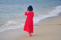 海边的红衣美女