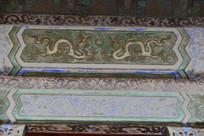 故宫建筑梁上绘画双龙戏珠图