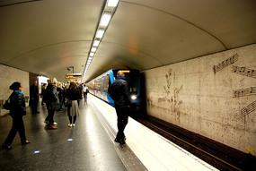 斯德哥尔摩地铁进站
