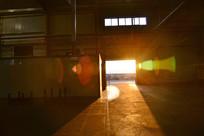 大门口外透过的阳光