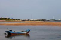 大海沙滩小桥木船