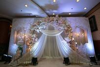 白色花艺婚礼舞台