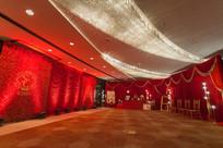 大型红色背景新婚布置