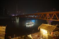 灯火阑珊江中轮船