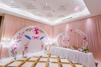 粉白婚礼迎宾区