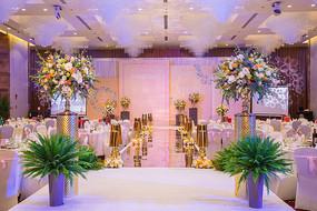 粉色舞台灯光设计