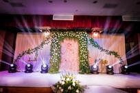 花艺拱门婚礼舞台灯光设计