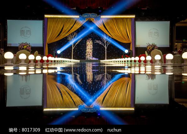 婚礼舞台灯光布置图片