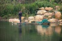 湖上打捞人员