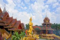 景洪总佛寺佛殿和金身佛祖像