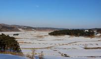积雪覆盖的天地与山脉