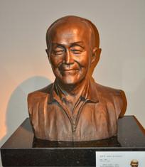 名人雕像胡乔木