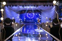 舞台射灯婚礼布置
