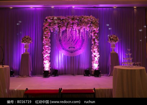 紫色背景婚礼舞台图片