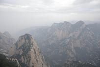 华山壮丽的山脉