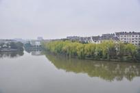 湖边杨柳小区
