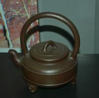 提梁三足茶壶