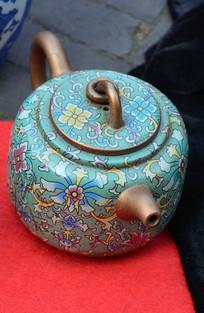 五彩花纹茶壶