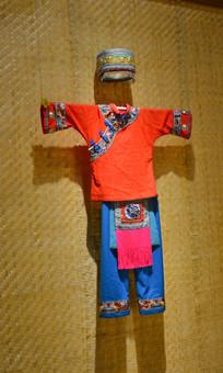 彝族女子服饰