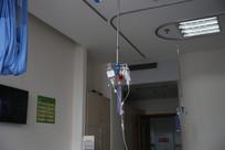 病房里的输液袋