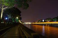 护城河边的健身步道河上游船光线
