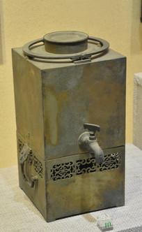 文物方形铜茶壶