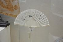 象牙扇骨卷面瓷花鸟折扇