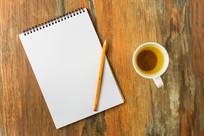 笔记本和茶杯