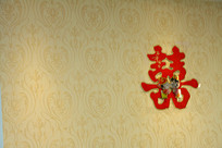 墙上的大红喜字